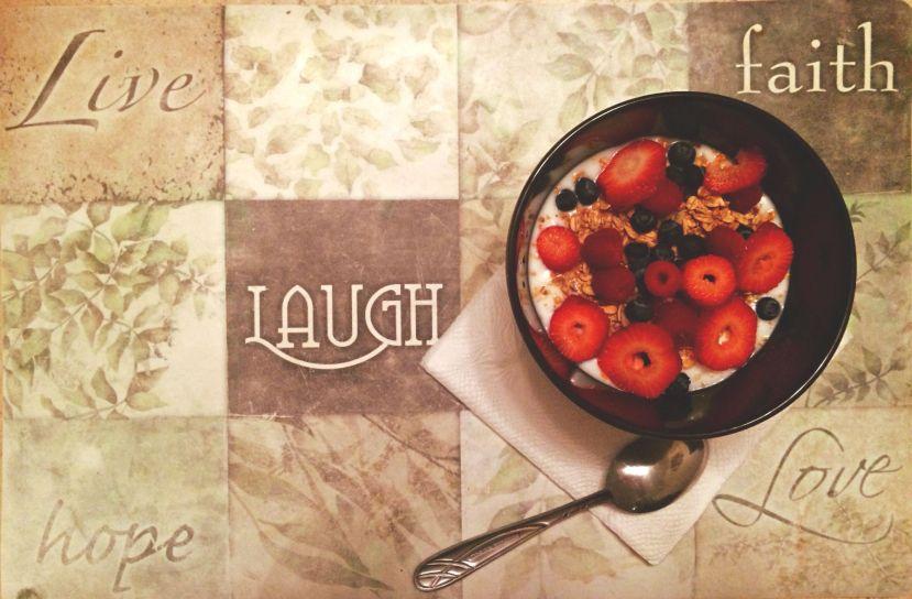 yogurth fresas moras granola alimentacion